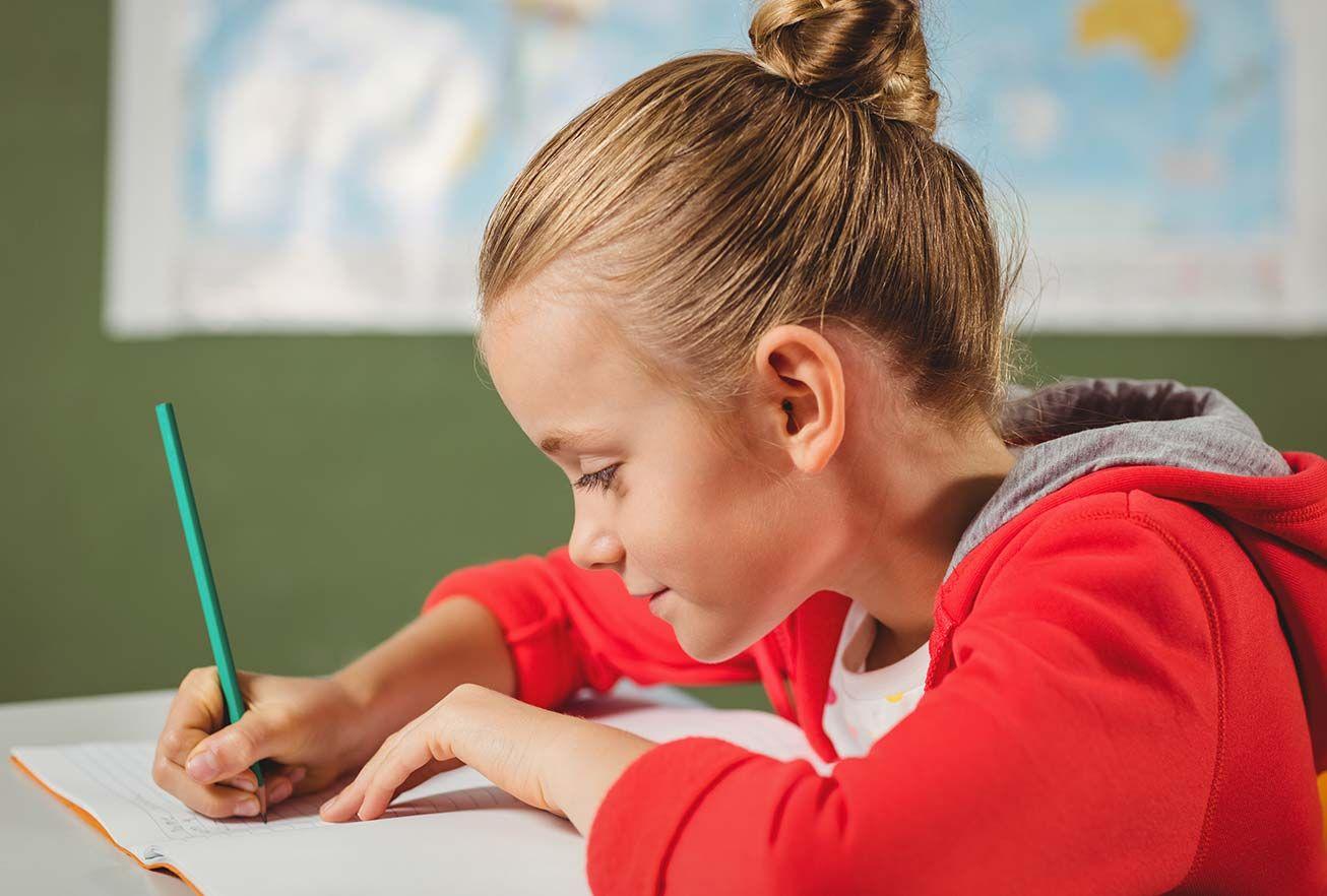 Büro Box Buxtehuder Büroartikel Markt: Kind schreibt
